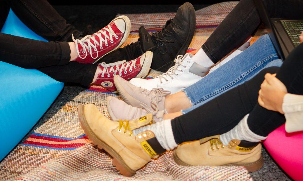 Nuorten kenkiä ryppäässä
