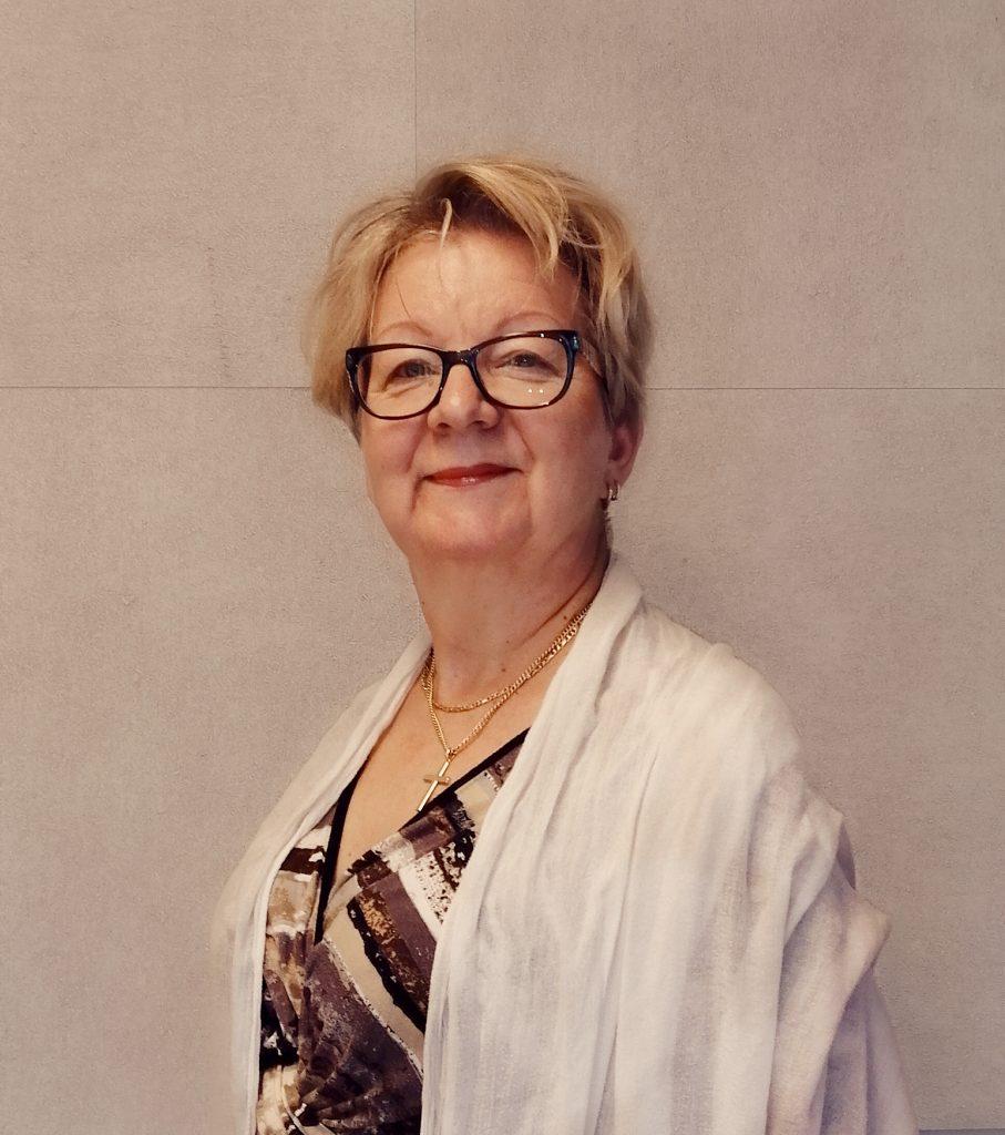 Paula-Sirkka Vähämäki ylävartalokuva.